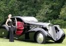 Черная машина к черному платью