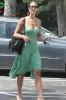 Зелёное платье в обтяжку