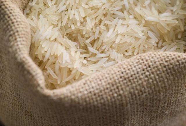 Мешок с белым рисом
